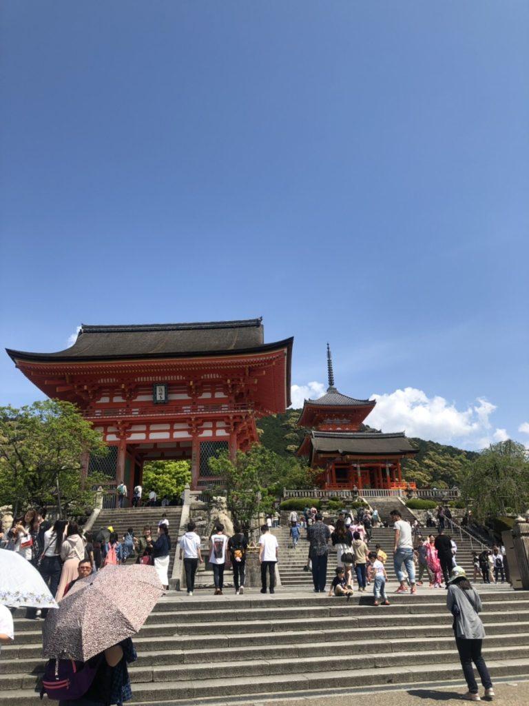 京都の清水寺の入り口