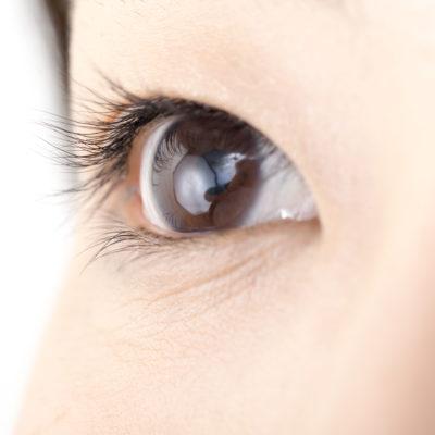 目の上の稗粒腫